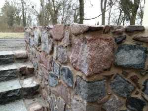Spoinowanie kamiennych murów