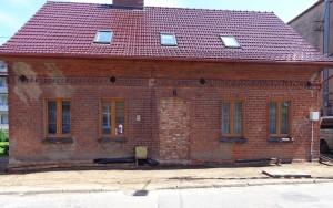 Prabuty renowacja ceglanego domu
