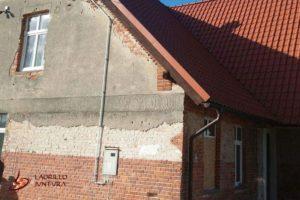 Renowacja cegieł i nowe tynki zewnętrzne - przed wykonaniem prac renowacyjnych szczyt