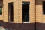 Spoinowanie domu na czysto. Żółta cegła i czarna spoina (4)