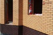 Spoinowanie domu na czysto. Żółta cegła i czarna spoina (5)